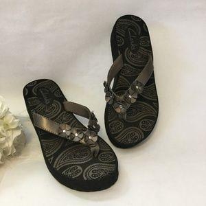 Clarks Bronze sz 6 Flip-Flop Wedge Shoes